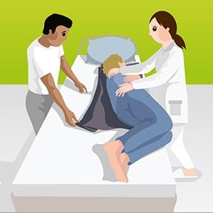 Umlagerung mit Hilfe einer Gleitmatte durch 2Pflegekräfte_Bild3