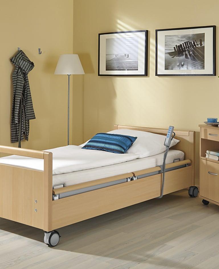 Budgetfreundliches movita Pflegebett mit Handbedienung