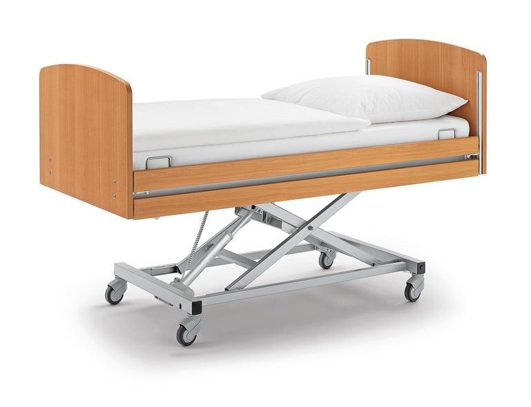 Höhenverstellbares Pflegebett Modell movita 2-d auf Rollen mit Matraze.
