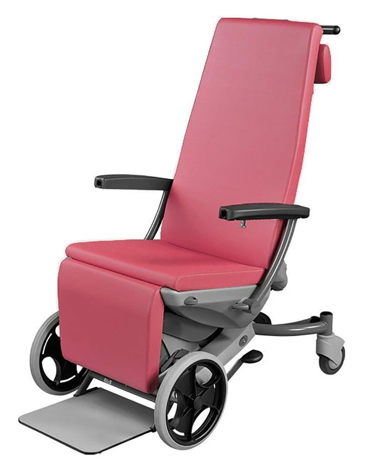 Gepolsterter Multifunktionsstuhl mit vier Fahrrollen. Mit Armlehnen und Fusstritt. Halterung hinten zum Schieben.