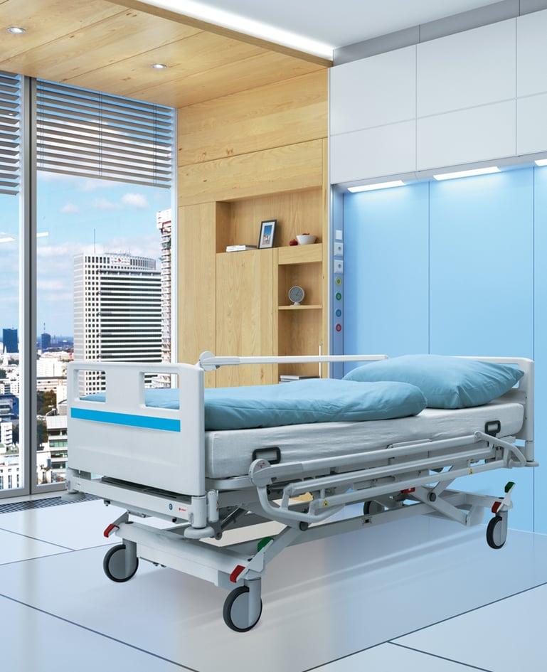 Bariatrisches Universalklinikbett mit Niedrigposition für schwergewichtige Patienten. Dekore in der Farbe Himmelblau